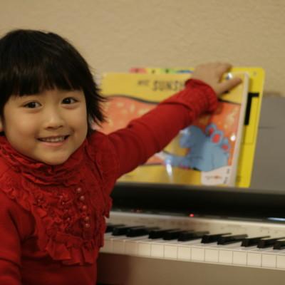 Girl-Piano-with-sunshine